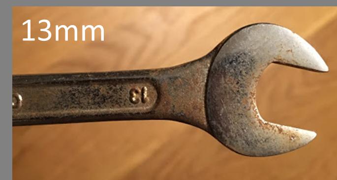 13mmのスパナ